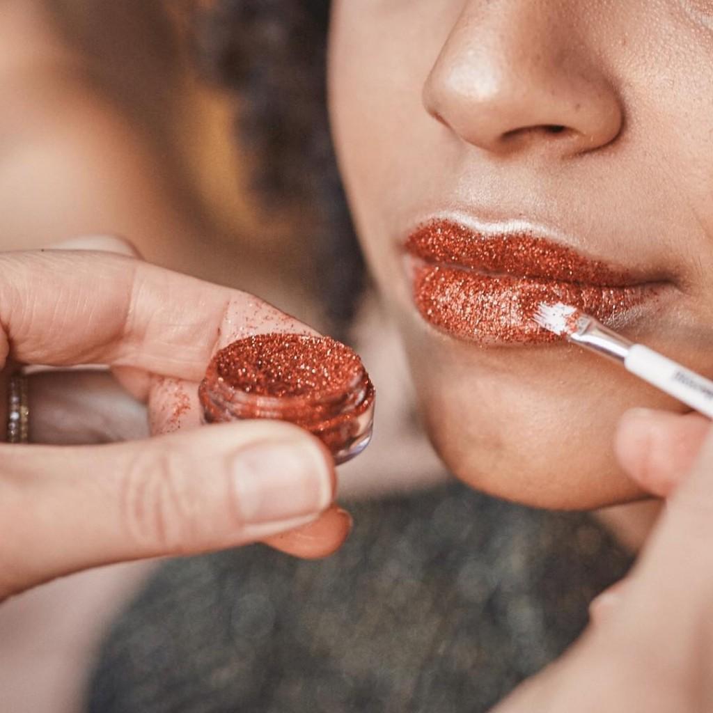 Cette semaine on a test les glitter rouges modelsownofficial surhellip
