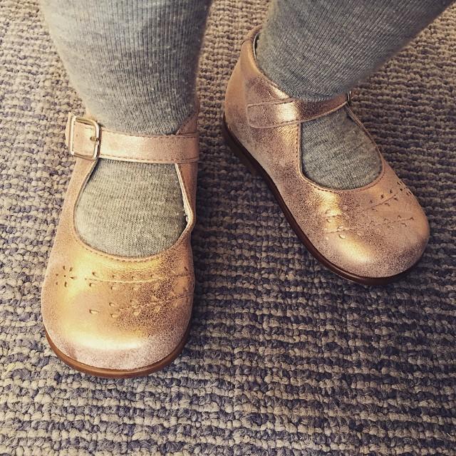 Acheter des chaussures de poupée à sa princesse.. C'était le plaisir du jour ! #babylea #poupee #princesse #gaga #makemybaby #instaoftheday