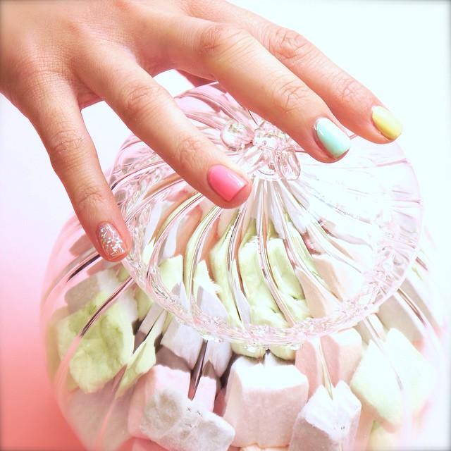 Après-midi manucure Tutti Frutti à l'atelier MakeMyBeauty #nails #picoftheday #makeup #makemybeauty #instagood