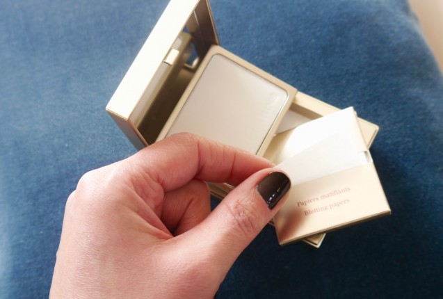 papier matifiant clarins