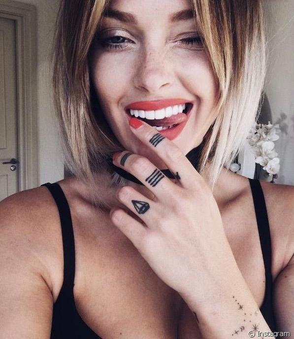 Finger Tatoo - Caroline Receveur